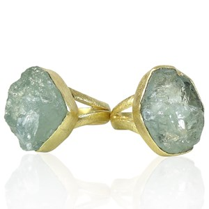 The natural Aquamarine Ring