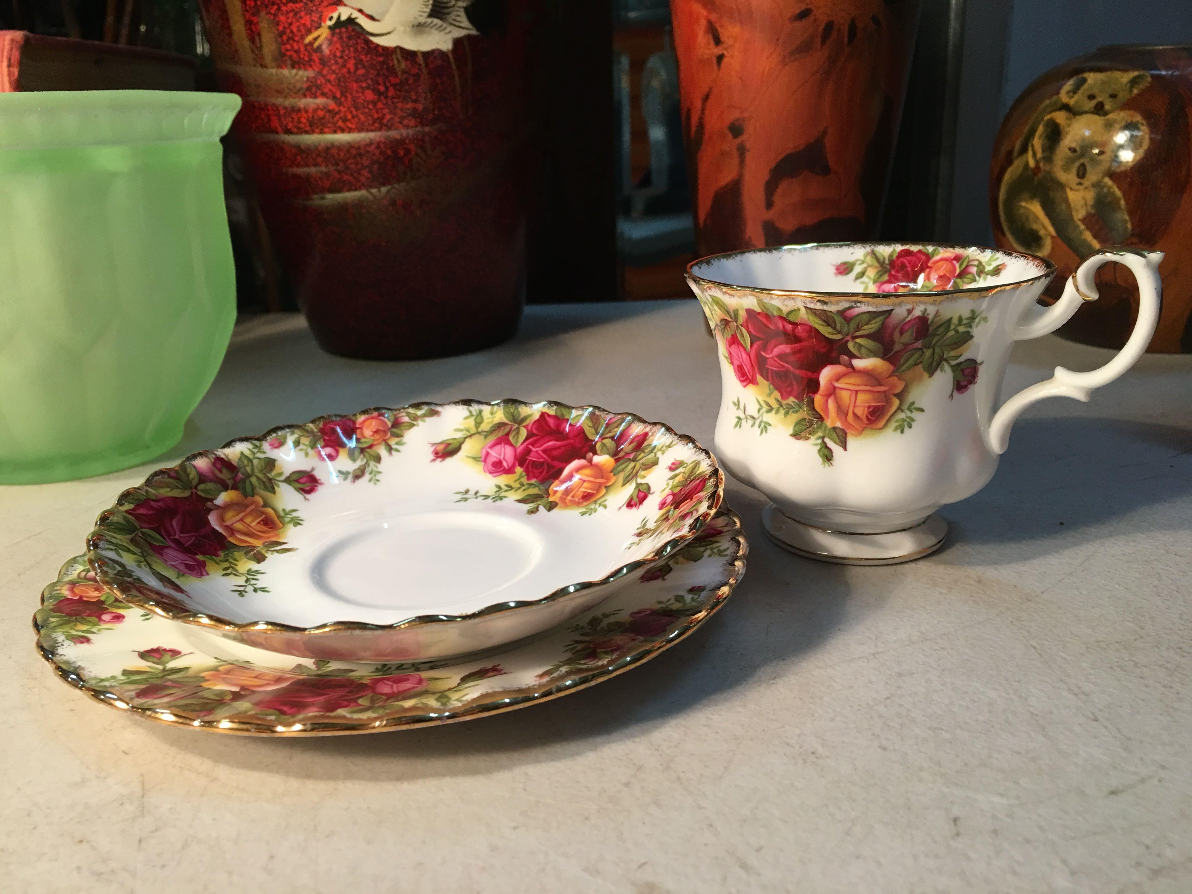 Lovely Vintage English Royal Albert Old Country Rose Tea