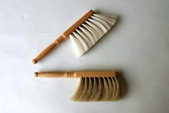 Hand dusters and brushes in goat and horse hair