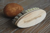 Vegetable Brush - French text