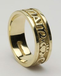 "ID211 Anam Cara - Ladies,This ring says ""My soul mate"" in gaelic, as well as incorporating the Claddagh symbol. 10ct Yellow gold."